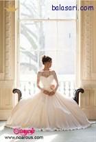 لباس عروس پفی موقع نشستن فرم زیبایی را در عکس های عروس ایجاد میکند .