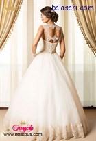 لباس عروس پفی با پشت بالاتنه فوق العاده که زیبایی لباس را بر تن عروس صدچندان میکند.