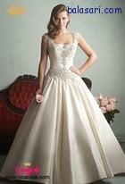 لباس عروس پفی با یقه خشتی و کار شده بر روی کمر و تنه لباس