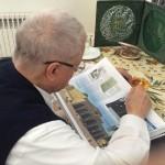 کتابی که هاشمی رفسنجانی در تعطیلات می خواند؟ +عکس