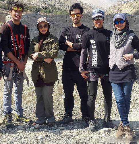 عکس تیپ جذاب نیوشا ضیغمی در کنار بدلکاران فیلمش