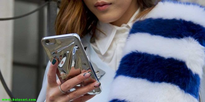 آیا نور آبی گوشی همراه برای پوست شما ضرر دارد؟ آنچه در مورد  (HEV) باید بدانید