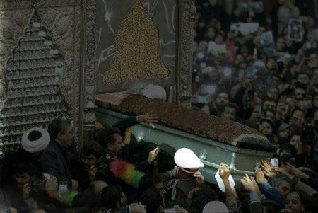 تابوت خالی آیت الله هاشمی در دستان مردم + تصاویر
