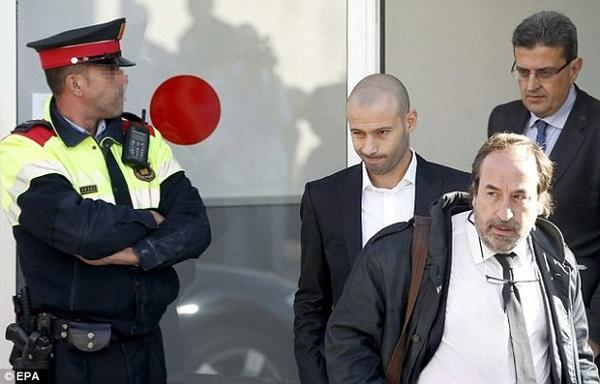 هافبک بارسا به یک سال زندان محکوم شد