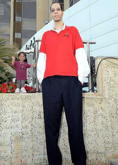 عکس های جالب قد کوتاه ترین زن دنیا در کنار بلند قد ترین مرد دنیا